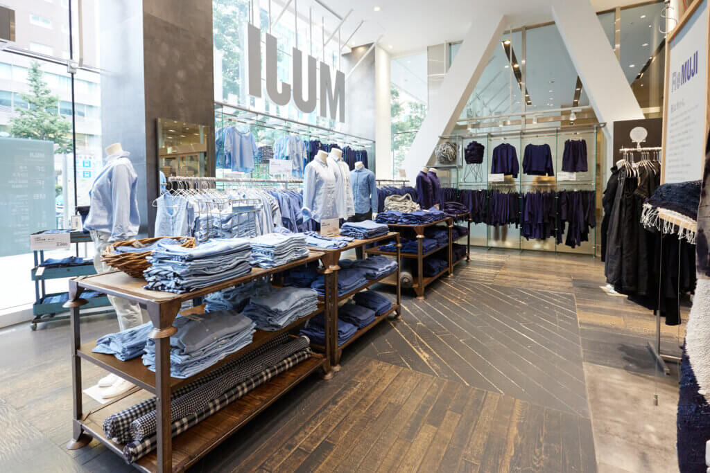 「MUJI 新宿」は環境問題や社会の課題にも目を向けた商品・サービスと、アート・デザインをテーマとした雑貨や家具に特化した店舗へとリニューアルしました。