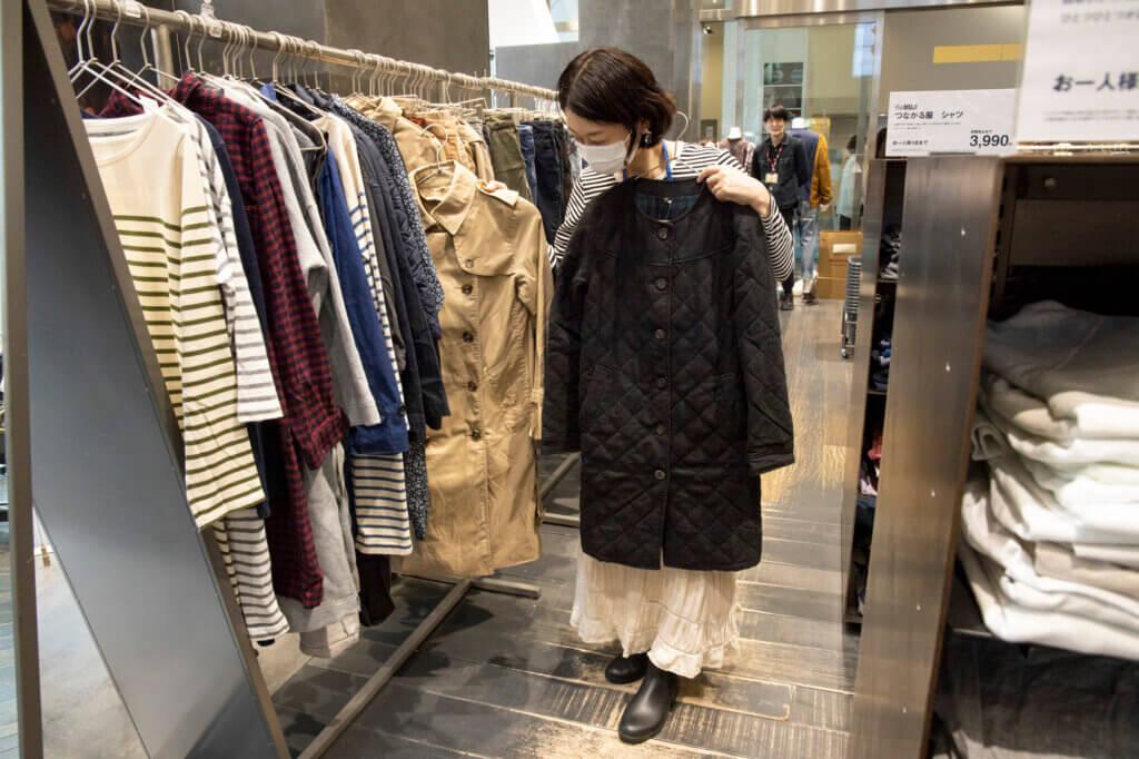 こちらも「洗い直した服」。トレンチコートやキルティングコートなども¥990で買えるというから驚き!