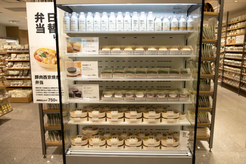 ¥750の日替わり弁当コーナーに注目! 職場の近くだったら、毎日通いたくなりますね。
