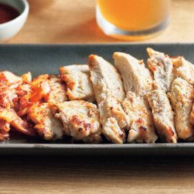 鶏肉も立派な焼肉に!「たたきマヨ鶏むねのサムギョプサル風」レシピ/きじまりゅうたさん