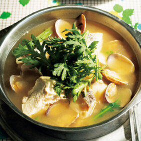 「海鮮と春菊のみそスープ」レシピ/コウケンテツさん