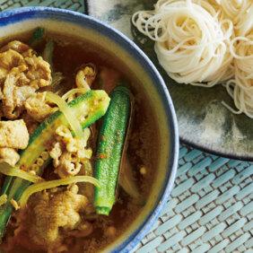 「オクラ、豚肉、玉ねぎのカレーつけ麺」レシピ/ワタナベマキさん